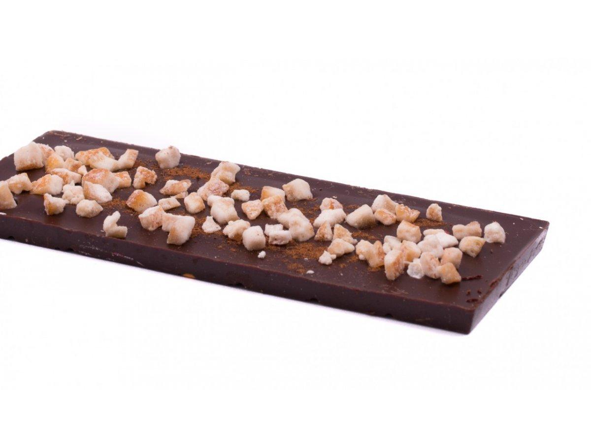 Horká čokoláda s kandizovanou pomarančovou kôrou a klinčekom